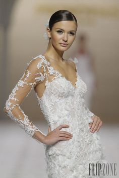 Pronovias 2015 collection - Bridal - http://www.flip-zone.net/fashion/bridal/the-bride/pronovias-4739