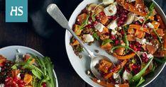 Paahda syksyiseen salaattiin oranssi väri-ilottelu bataatista ja porkkanasta. Pilkuta juureva salaatti rouskuvaksi granaattiomenansiemenin. Jos kaipaat salaattiin lihaisampaa otetta, paista joukkoon pekonia tai pancettaa. Kung Pao Chicken, Paella, Vegetable Pizza, Vegetables, Ethnic Recipes, Food, Essen, Vegetable Recipes, Meals