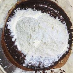 Cum se face prăjitura Felie de ciocolată cu alune de pădure? Ferrero Rocher, Unt, Sugar, Desserts, Food, Tailgate Desserts, Deserts, Essen, Postres