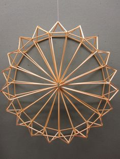 Awesome site with lots of Himmeli examples Geometric Designs, Geometric Shapes, Wire Crafts, Paper Crafts, Mobile Sculpture, Inspiration Artistique, Bamboo Art, Geometric Sculpture, Willow Weaving