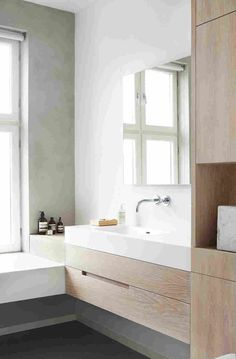 I love how you can feel the calm and quiet vibe coming from this minimal bathroom. Scandinavian Toilets, Scandinavian Bathroom, Scandinavian Home, Upstairs Bathrooms, Master Bathroom, Relaxing Bathroom, Washroom, Modern Interior, Interior Design