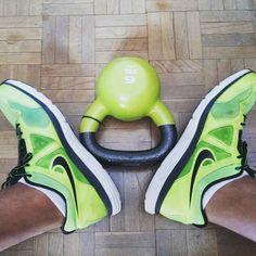 Te aburres en casa? Ponte a #entrenar! #DespiertayEntrena #Despierta #Entrena #entrenadorpersonal #kettelbells #deporte #salud #bienestar #deportivas #rutina #Madrid #instafit #wellness #fuerza