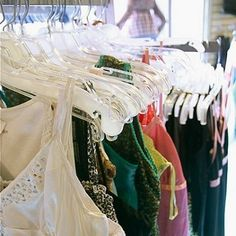 Great frugal shopping tips for the budget fashionista. Second hand shopping tips. Second Hand Clothing Stores, Second Hand Clothes, Best Business To Start, Second Hand Stores, Frugal Tips, Used Clothing, Clothing Ideas, Size Clothing, Shopping Hacks