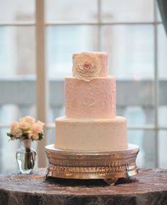 White & Pink Round Wedding Cake // Christine Foehrkolb Photography // TheKnot.com
