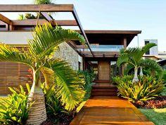 Modern Tropical House, Tropical Houses, Design Exterior, Modern Exterior, Tropical Architecture, Residential Architecture, Rest House, My House, Outdoor Doors