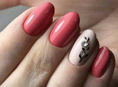 Цветок на ногтях со стразами