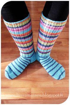 Olen oikeasti tosi kauan halunnut pitkävartiset jämälankasukat. Käytän talviaikaan lähes pelkästään villasukkia, kotioloissa kun paljon ...