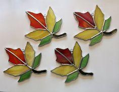 Hecho a mano vidrieras Suncatcher de hoja de otoño por QTSG en Etsy