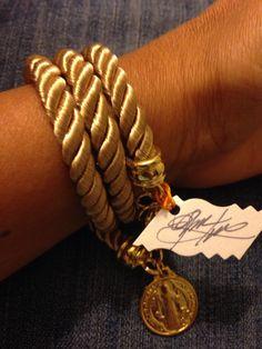 Pulsera en cordón de seda y dije de gold filled. #hechoamano#diseñovenezolano