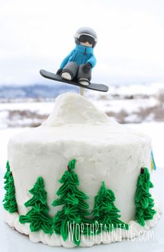 Here's the rest of the cake to go with the snowboarder cake topper: a double layer chocolate cake with buttercream frosting and a snow. 11th Birthday, 4th Birthday Parties, Birthday Ideas, Snowboard Cake, Snow Cake, Bike Cakes, Bithday Cake, 50th Cake, Sport Cakes