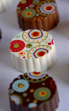 This listing is for one box of (5) Chocolate Bon Bons! Delicious Solid Chocolate, bite sized bon bons. These adorable little treats are approximately the size of a quarter in diameter and make the perfect small gift box or order more and wow your friend with a small tray of chocolate goodness. You can choose a variation of either Milk Chocolate, Dark Chocolate and White Chocolate or all the same flavor. If you like the idea but not the pattern, please message me, I can accommodate several…