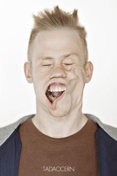 """Keine Angst, es wird nicht sexistisch. Die """"Blow Job"""" Bilder vonTadao Cernaus Litauen haben eher mit einen Laubbläser und dämlichen Gesichtern zu tun. Dazu startete er letzte Woche einen Aufruf, um Models für sein Projekt zu finden. Wer gerade Zeit hatte"""