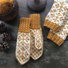 Vottemønster,Sokkemønster ,mønster til pannebånd og mini Selbu 🐑🇳🇴 | FINN.no Knit Mittens, Knitted Gloves, Knitting Socks, Free Pattern, Knit Crochet, Diy And Crafts, Knitting Patterns, Monogram, Stitch