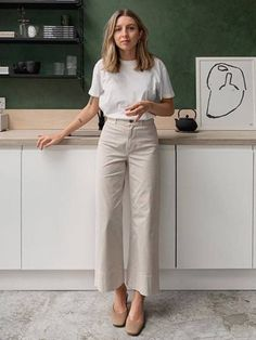 """15 """"Boring"""" Staples Every Fashion Editor Can't Live Without - wardrobe staples: brittany bathgate wearing a white t-shirt Source by whowhatwearuk. Fashion Mode, Fashion Editor, Work Fashion, Fashion Trends, Classy Fashion, Style Fashion, Fashion Edgy, Fashion Spring, Womens Fashion"""