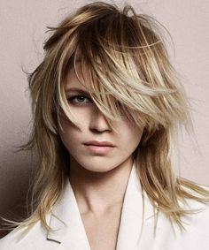 40 - Medium haircuts winter 2019 all the trends, 40 - From heave to the most great sways, from moving to deviated, here are the in vogue winter 2019 2020 hair styles! - 1 proposed by worldwide hairdr. Medium Haircuts With Bangs, Medium Straight Haircut, Short Hair With Bangs, Curly Hair Cuts, Medium Hair Cuts, Short Hair Cuts, Medium Hair Styles, Short Hair Styles, Puffy Hair