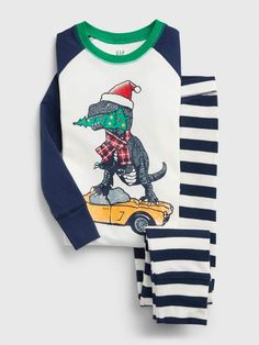 Boys' pajamas from Gap are playful and comfortable for a great night's sleep. Mix & match boys pajama pants and shirts or shop a collection of boys pj sets. Toddler Boy Outfits, Baby Kids Clothes, Toddler Shoes, Boys Pajama Pants, Boys Pajamas, Boys Sleepwear, Holidays With Kids, Gap Kids, Pj Sets