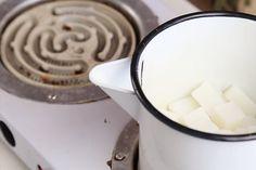 como derreter glicerina para sabonete Glass Of Milk, Ethnic Recipes, Diy, Internet, Youtube, Foot Cream, Soap Recipes, Homemade Essential Oils, Homemade Beauty Products