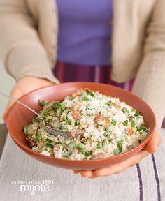 We& not gonna lie: We& fans of all kinds of creamy, Parmesan-cheesy risotto. But this one—made with bacon and sweet peas—is beyond wow-worthy. Side Recipes, Healthy Recipes, Healthy Meals, Italian Rice Dishes, Bacon, Risotto Recipes, Kraft Recipes, What To Cook, Al Dente