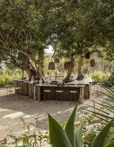 Nos meilleures adresses déco à Ibiza - Elle Décoration Rustic Outdoor Spaces, Outdoor Rooms, Outdoor Gardens, Outdoor Living, Outdoor Baths, Restaurant En Plein Air, Outdoor Restaurant, Outdoor Cafe, Outdoor Seating