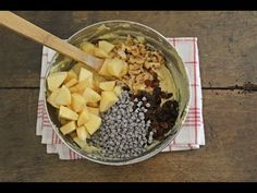 Per far si che gocce di cioccolato, frutta, uvetta e frutta secca non affondino durante la cottura provate questo impasto universale per dolci in cui nulla affonda Muffin, Acai Bowl, Oatmeal, Breakfast, Desserts, Food, Youtube, Kuchen, Acai Berry Bowl