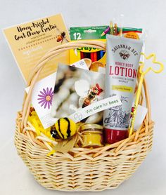 Enter for your chance to win a Feed a Bee Gift Basket @naturehills @Bayer4CropsUS #giveaway #sweepstakes