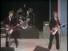 The Jam - All around the world - YouTube