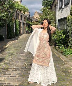 Gown Dress Party Wear, Party Wear Indian Dresses, Pakistani Dresses Casual, Unique Prom Dresses, Indian Fashion Dresses, Indian Designer Outfits, Simple Dresses, Designer Dresses, Brides Mom Dress