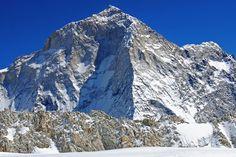 Makalu. Altura 8485 mt. Cordillera Himalaya. País China, Nepal. Primera ascensión 1955