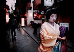"Geiko Tomoka. She is a Pontocho geisha. Tomoka seems to have a very beautiful kimono! Pontocho have a particular ambience, more tradionnal and ""little""."