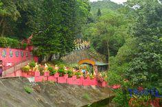 Uphill trek at Thousand Buddhas, Sha Tin, Hong Kong #travel, #ttot, #backpacker