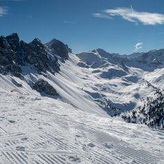 Tage an denen du beim durchschauen der Bilder schon an die Bergtouren im Sommer denkst  . . #werbung #lovetirol #schnee #ibktwit