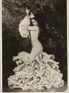 #Bailaora de #Flamenco con #Batadecola de #lina. www.lina1960.com