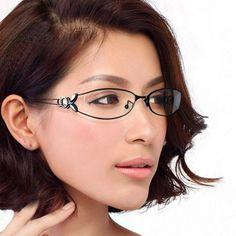 Con la llegada de las lentes de contacto, las gafas para visión han pasado de la categoría de un accesorio necesario a elegante y estiloso. La montura bien elegida puede cambiar radicalmente la imagen y ajustar las proporciones de la cara Womens Glasses Frames, Eyeglasses Frames For Women, Cheap Eyeglasses, Cheap Frames, Optical Glasses, Elegant Woman, Eyewear, Fashion Accessories, Butterfly
