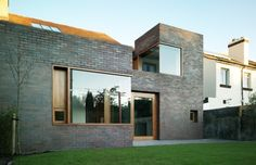 A2 Architects: Brick thickness  Juxtaposition of dark brick and 'white'