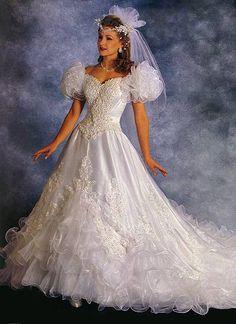 Wedding dresses lace and wedding dresses long train Wedding Dress With Veil, Gorgeous Wedding Dress, Beautiful Dresses, Wedding Gowns, Designer Wedding Dresses, Bridal Dresses, Mode Vintage, Vintage Bridal, Bridal Style