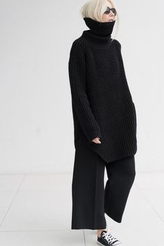 le calme noir ◼ black allure style look fashion mode black pullover sweater pant fall automne hiver winter Fashion Mode, Minimal Fashion, Look Fashion, Winter Fashion, Womens Fashion, Fashion Design, Fashion Trends, Fashion Tips, Looks Style