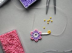 DIY guide: Beaded Pearl Earrings | Diverse | Fashionpolish Belly Button Rings, Beaded Jewelry, Daisy, Pearl Earrings, Beads, Crafts, Handmade, Textiles, Drawing