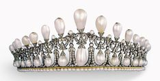 THE ORIGINAL CAMBRIDGE LOVERS KNOT—The inspiration for Queen Mary came from this tiara, originally owned by her aunt, Princess Augusta of Cambridge.