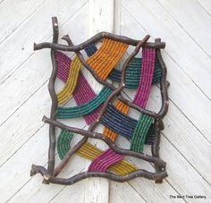 """motleycraft-o-rama: """" By The Bent Tree Gallery. """" motleycraft-o-rama: """"Von der Bent Tree Gallery. Weaving Projects, Weaving Art, Tapestry Weaving, Loom Weaving, Woven Wall Hanging, Nature Crafts, Weaving Techniques, Wall Sculptures, Fabric Art"""