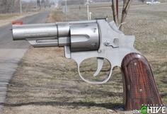 Truly unusual GUN Mailbox