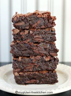 Best Ever Chewy Fudgy Gluten-free Brownies Gluten Free Deserts, Gluten Free Sweets, Foods With Gluten, Gluten Free Cookies, Gluten Free Baking, Gluten Free Recipes, Easy Recipes, Köstliche Desserts, Delicious Desserts