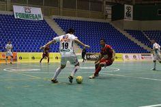 En un duelo interesante, #RealBucaramanga y #RionegroFutsal igularon 2-2 por la 8va jornada. Los primeros son líderes con 20 puntos del Grupo A. #FútbolRevolucionado