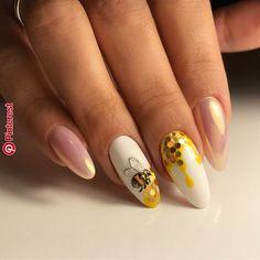Semi-permanent varnish, false nails, patches: which manicure to choose? - My Nails Beach Nail Designs, Marble Nail Designs, Pretty Nail Designs, Best Nail Art Designs, Almond Nail Art, Almond Nails, Bling Nails, Glitter Nails, Gold Nails