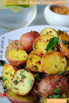 US Masala: Roasted Baby Potatoes Indian Style! Potato Dishes, Vegetable Side Dishes, Potato Recipes, Vegetable Recipes, Vegetarian Recipes, Cooking Recipes, Healthy Recipes, Think Food, I Love Food
