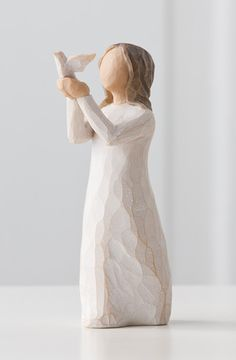 Willow Tree ® sculptures, angels and figurines from are designed by Susan Lordi to represent the qualities and sentiments that make us feel close to others. Willow Tree ® products make wonderful gifts. Willow Tree Engel, Willow Tree Figuren, Willow Figurines, Miscarriage Remembrance, Tree People, Child Loss, Infant Loss, White Doves, Angels In Heaven