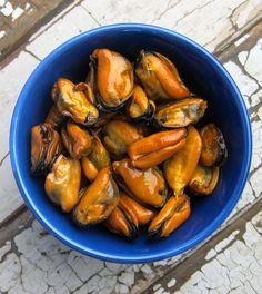 Smoked mussels foraged on the Pacific Coast and made at home. Recipe on http://honest-food.net