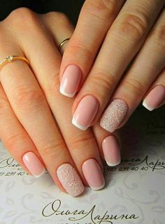 False nails have the advantage of offering a manicure worthy of the most advanced backstage and to hold longer than a simple nail polish. The problem is how to remove them without damaging your nails. Hair And Nails, My Nails, Crome Nails, Do It Yourself Nails, Nails 2018, French Tip Nails, Shellac French Manicure, Neutral Nails, Stylish Nails