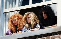 Susan Sarandon, Michelle Pfeiffer and Cher in The Witches of Eastwick. One of my favorite Jack Nicholson movies! Michelle Pfeiffer, Die Hexen Von Eastwick, The Witches Of Eastwick, The Good Witch, Susan Sarandon, Season Of The Witch, Witch Aesthetic, Great Hair, Awesome Hair