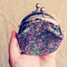 17 отметок «Нравится», 2 комментариев — Vera_M (@vera_makarova86) в Instagram: «А вот вам та самая интрига 🔥 😉 монетница из бисера, потрясающее сочетание цветов по настоящему…»