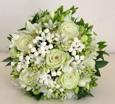 il bouquet sposa variazioni sul bianco e verde - Daniele Panareo fotografo di matrimoni a Lecce e provincia